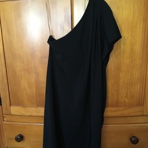Black one shoulder/sleeve dress. Size medium. EUC
